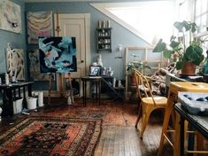 50 Brilliant Studio Apartment Decor Ideas On A Budget. One of the main problems faced by people living in studio apartments is the lack of space, which makes them think that . Studio Apartment Design, Small Studio Apartments, Art Studio Design, Studio Apartment Decorating, Design Art, Art Studio Room, Deco Studio, Art Studio At Home, Home Art