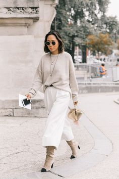 Stick to neutral tones for achic, minimalistic look.