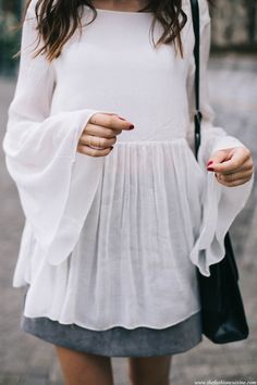 bellsleeve-top-grey-suede-skirt-boho-style-outfit-details-fashion-blogger-golden-jewelry