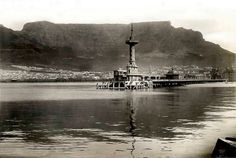 The old Pier circa 1930 Old Pictures, Old Photos, Vintage Photos, Cape Town, South Africa, Landscape Photography, Documentaries, Past, Old Things