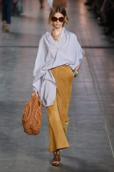 Runway pictures from the Alberta Ferretti Spring 2020 Fashion Show. Milan Ready-To-Wear collections, runway looks, models, beauty 2020 Fashion Trends, 80s Fashion, Fashion 2020, Runway Fashion, High Fashion, Fashion Show, Fashion Outfits, Fashion Ideas, Spring Summer Fashion