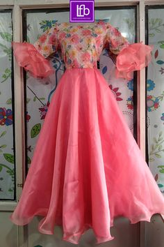 Frock Fashion, Indian Fashion Dresses, Indian Gowns Dresses, Simple Gown Design, Long Dress Design, Designer Kurtis, Designer Dresses, Sari Design, Long Frocks For Girls