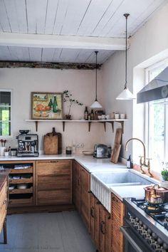 Swedish Kitchen, New Kitchen, Kitchen Interior, Kitchen Ideas Old House, Scandi Home, Scandinavian Home, Sweden House, Devol Kitchens, Kitchen Cabinetry