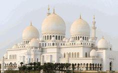 Taj Mahal in India die in 1663 gebouwd werd. (islam) mening: Ik vind het een bijzondere kerk want de 3 koepel en de 2 torens vind ik heel mooi.