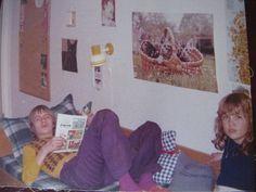 Birthe Forst Jensen, 51 Vanløse. Her er det fætter Per (f. 1962), der ligger på min skibsbriks i min halvdel af værelset. Jeg var vist lidt forelsket i ham. Men han var MEGET ældre - ca 3 år! Møblerne og lampetterne er fra Ikea (1975).