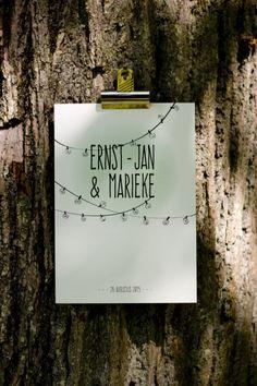 Voor een bijzondere bruiloft in het bos, helemaal in 'festivalstijl', mocht ik alle drukwerk verzorgen. Deze stijl van de uitnodiging werd verder doorgevoerd in andere onderdelen van de bruiloft. ------------- bohemian, bruiloft, ontwerp, engaged, verloofd, label, festivalbruiloft, festival, wedding, woods, lightbulbs, light string, lights, pastel, lampjes, lightjes, invite, invitation, typography