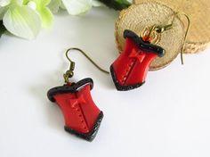 Boucles d'oreilles corset rouge et noir Steampunk