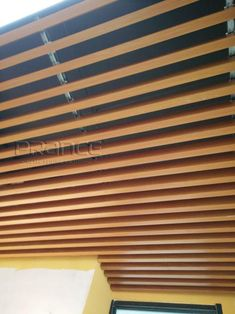 We offer a variety of styles and shades of wood grain, and the PRANCE brand's wood grain ceiling is clear and realistic. Both indoor and outdoor ceilings and walls of commercial buildings are suitable. Baffle Ceiling, Metal Ceiling, Ceiling Decor, Visual Effects, Building Materials, Wood Grain, Blinds, Grains, Tube