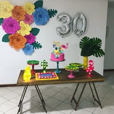 "Mesa Ellegance Locação on Instagram: ""Festa linda!! Mesa cavalete/peças da Mesa aqui do Mesa Ellegance Locação. . . #festatropical #locacao #flamingo #festaflamingo…"" 21st Birthday Decorations, Diy Birthday Banner, Luau Birthday, Flamingo Birthday, Flamingo Party, 30th Party, My Daughter Birthday, Party Garland, Backdrop Decorations"