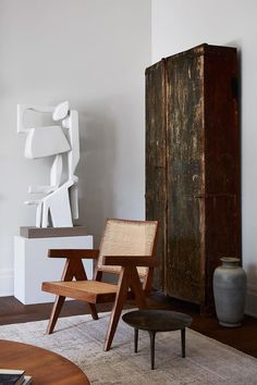 Portrait of a Pierre Jeanneret chair in the Galerie Provenance (LA) Via Architecture by Photography by Interior styling by Pierre Jeanneret, Beautiful Interior Design, Beautiful Interiors, Chandigarh, Home Interior, Interior Styling, Living Room Designs, Living Spaces, Design Salon
