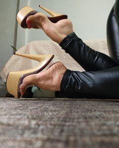 Sexy High Heels, Beautiful High Heels, Sexy Legs And Heels, High Heels Stilettos, Sexy Zehen, Gents Shoes, Pantyhose Heels, Sexy Toes, Spike Heels