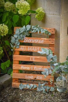 Welcome to Palette homemade vegetable wedding, bohemian strand with touches of red and winks to travel through the Channel by Homemade decorated For Love, wedding planner and designer in Caen, Normandy. Indoor Wedding, Home Wedding, Diy Wedding, Wedding Day, Wedding Decorations On A Budget, Decorating On A Budget, Photos Vintage, Wooden Pallets, Simple Weddings