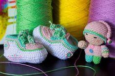 creacionesencrochet:: #crochet #bebé #amigurumi #boticas #newbornbaby #regalo #babygift #handmade #crochetrd #santodomingo foto @stluciavisual