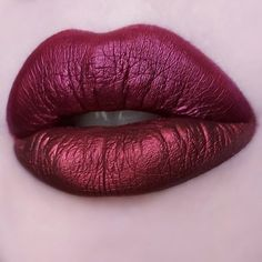Top lip: RAISIN HELL, bottom lip: ECLIPSE Shop the hottest metallic reds of the season on limecrime.com Comparison by @zodieac