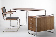 Stahlrohr-Schreibtisch Thonet S nach Marcel Breuer Bauhaus Furniture, Art Deco Furniture, Vintage Furniture, Home Furniture, Furniture Design, Marcel Breuer, Bureau Design, Design Bauhaus, Desk With Drawers