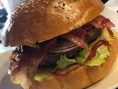 Házi hamburger zsemle és húspogácsa   Lukács Yldyco receptje - Cookpad receptek Hamburger, Grilling, Bacon, Chicken, Ethnic Recipes, Food, Crickets, Essen, Burgers