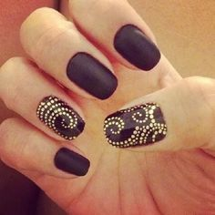 Black pointillism nails