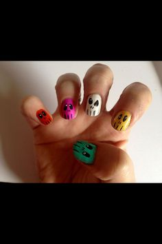 Spooky skull nails