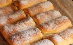 Reteta de mini strudele cu branza. Imi plac foarte mult strudele, dar nu le mai cumpar din magazin pentru ca nu am incredere in ingredientele pe care le contin. Prefer sa fac strudele de caasa, Focaccia Bread Recipe, Bread Recipes, Cooking Recipes, Hungarian Desserts, Romanian Food, Pastry And Bakery, Hot Dog Buns, Cupcake Cakes, Food And Drink