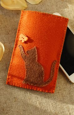 Cute Felt Phone Cover for Cat Lover https://etsy.me/2qruWxa #accessories #case #cellphone #brown #feltphonecover #butterflygift #catgift #iphonebag #catlover #mobilephonepouch #etsy #airyfairybags #petownergift #cellphonepurse #phonebag #cutephonepouch #pussycat