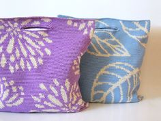 Get two designs in one pattern. Same construction but two different nature drawings for you to practice tapestry crochet. A simple medium size bag structure to be made with thinner yarn to get more defined outlines.