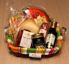 Surprise your family and friends with extraordinary tastes directly from Italy. This basket contains everything for a delicious Antipasti plate from olives to organic sun drie tomatoes.