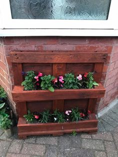 This is a beautiful idea of the wood pallet planter for your house garden areas. This wood pallet planter is square in shape designing and is created with the rustic wood pallet material. You can make it look much more attractive by including various colorful flowers within it that will come out with much more mesmerizing effects.