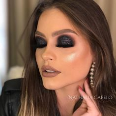 Black Eye Makeup Mask Source by Glam Makeup Look, Makeup Eye Looks, Simple Eye Makeup, Gorgeous Makeup, Black Makeup Looks, Make Up Looks, Makeup Tips, Hair Makeup, Black Smokey Eye Makeup