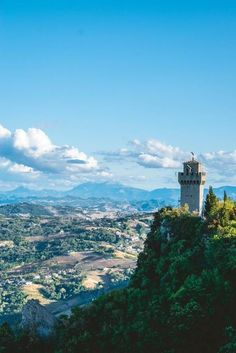 RT @amazinglybeaut: View from the top of #SanMarino - the fifth smallest country in the world - Sovietskia - #Travel #Photography Check http://bit.ly/2mlaSdl for Photos in High Definition http://bit.ly/2uI6etY http://bit.ly/2mm0CBF