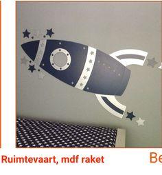 DIY: houten raket als wanddecoratie in een ruimtevaart-kinderkamer Mario, Astronauts