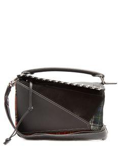 LOEWE . #loewe #bags #canvas #lace #lining #metallic #shoulder bags #suede #hand bags #wool #