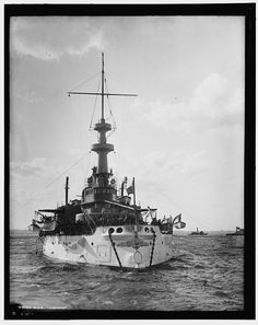 USS Indiana she was the first battleship of the US Navy comparable of that of foreign nations. Us Navy, Uss Indiana, Marine Francaise, Us Battleships, Navy Aircraft, United States Navy, American War, Navy Ships, Boat Plans