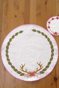 set-de-table-motif-poinsetia-cut-sew-2 #spoonflower http://www.spoonflower.com/fabric/5844015-cut-sew-table-set-set-de-table-rond-petit-format-by-nadja_petremand