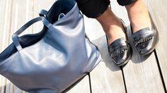 Collection Automne/Hiver 2015 - Mocassins collège cuir à petit talon noirs, sac noir portés par la blogueuse Nathalie du blog The Crazy Soprane.  Les mocassins: http://www.balsamik.fr/mocassins-college-cuir-a-petit-talon-marine.htm?ProductId=061051440&FiltreCouleur=6399&t=3 Le sac: