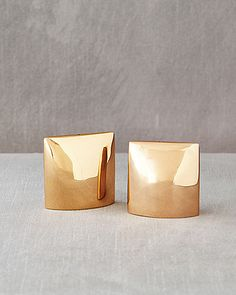 'Luminous' salt and pepper shaker set by Calvin Klein Home. Image via Martha Stewart Weddings.
