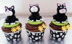 Cute cat cupcakes ★ More on - Get Ozzi Cat Magazine here >>… Crazy Cakes, Cat Birthday, Animal Birthday, Pretty Cakes, Cute Cakes, Fun Cupcakes, Cupcake Cakes, Amazing Cupcakes, Cake Pops
