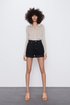 Women's New In Clothes Zara Shorts, Denim Shorts, Zara Fashion, Fashion Outfits, Zara Spain, Crop Rotation, Trousers Women, Mannequin, High Waisted Shorts