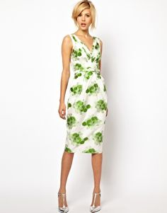 ASOS Pencil Dress in Floral Jacquard. A Pencil Dress is such a flattering look. Keep things looking fresh with a floral springtime pattern. V Neck Dress, Dress Me Up, Ladylike Style, Love Fashion, Womens Fashion, Costume, Mode Style, 70s Style, Mode Inspiration
