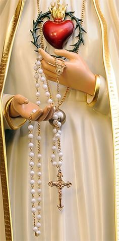 Holy Rosary in the hands of Our Blessed Lady. Blessed Mother Mary, Divine Mother, Blessed Virgin Mary, Mother Mary Images, Images Of Mary, Catholic Pictures, Jesus Pictures, Praying The Rosary, Holy Rosary