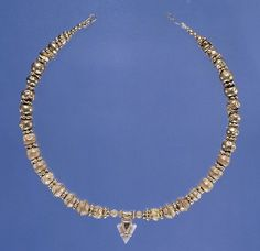 les:  Necklace with Arrow head pendant  550-500 BC  Etruscan