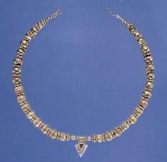 les:  Necklace with Arrow head pendant  550-500 BC  Etruscan