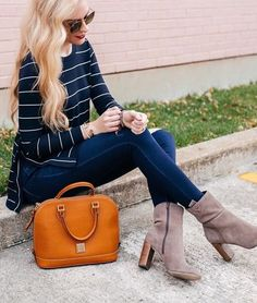 The ideal finishing touch to you favorite outfit. Krystal, Get The Look, Handbag Accessories, Dooney Bourke, Bag Making, Dress To Impress, Purses And Bags, Satchel, Style Inspiration