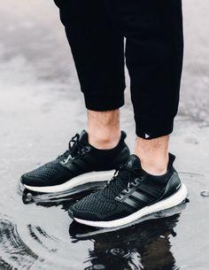adidas Ultra Boost: Black