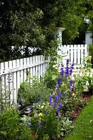 Is the white picket fence a thing of the past? Read our post to discover awesome 32 white picket fence ideas that'll prove otherwise! Landscaping Austin, Backyard Fences, Front Yard Landscaping, Landscaping Ideas, Front Yard Fence Ideas Curb Appeal, Landscaping Shrubs, Backyard Ideas, Farmhouse Landscaping, Farmhouse Garden