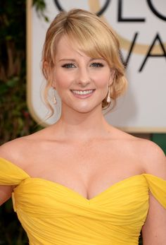 Melissa Rauch Side Swept Curls - Melissa Rauch looked adorable with her side-swept curls at the Golden Globes. Melissa Rauch, Beautiful Celebrities, Beautiful Actresses, Gorgeous Women, Side Swept Curls, Amanda Bynes, Golden Globe Award, Golden Globes, Victoria Justice