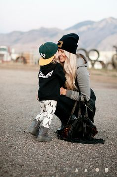 Mommy and son pose. Mommy And Son, Mom Son, Mother And Child, Cara Loren, Mein Style, Mommy Style, All Black Everything, Mothers Love, Kind Mode