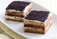 Tiramisu clasic – reteta video via Romanian Desserts, Romanian Food, Romanian Recipes, Chocolate Deserts, Frozen Chocolate, Sweets Recipes, Cake Recipes, Bistro Food, Layered Desserts