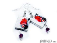 Red Vespa tile earrings with swarovski beads par Dianthusa sur Etsy, €15,00