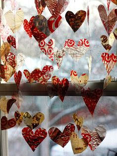 One of the most unique Valentine crafts we've seen: upcycled plastic grocery bag garland