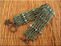 Herringbone with delicacies + seed beads and - Diy Earrings Beaded Braclets, Bead Loom Bracelets, Beaded Bracelet Patterns, Woven Bracelets, Beading Patterns, Colorful Bracelets, Armband Tattoos, Seed Bead Jewelry, Seed Beads